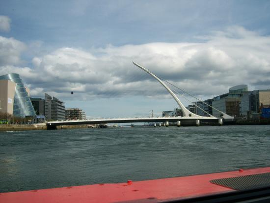 Dublin Discovered Boat Tours: The Beckett Bridge