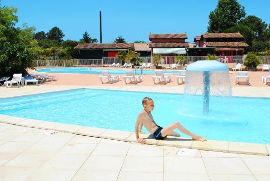 Residence Village Club les Rives de Saint Brice : Deux piscines extérieures avec pataugeoires