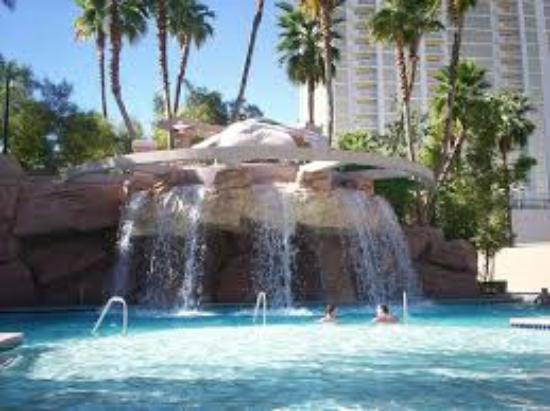 Waterfall At Mgm Picture Of Mgm Grand Las Vegas Las Vegas Tripadvisor