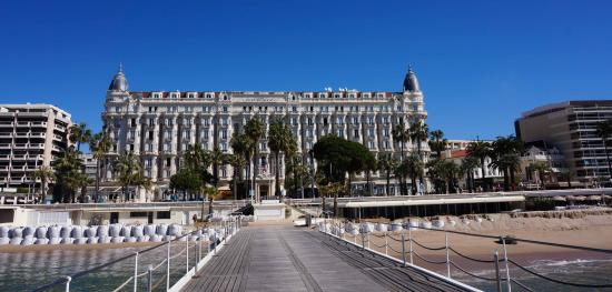 InterContinental Carlton Cannes : View of Hotel from Pier
