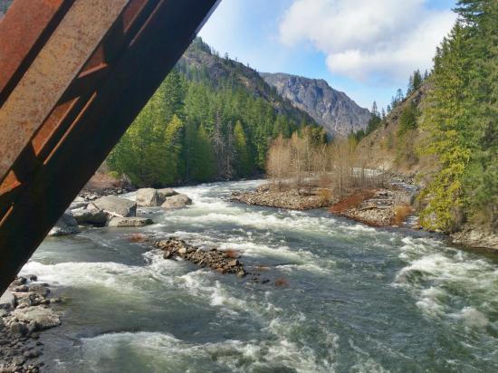Penstock Trail (Old Pipeline Trail): Springtime river from the bridge