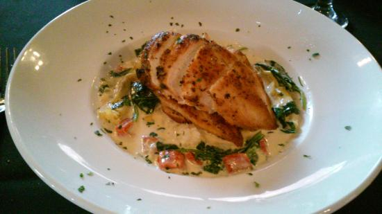 Greystone Restaurant: Chicken with artchoke, roasted red peppers....