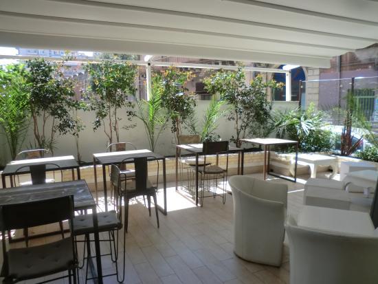 terrazzo esterno coperto - Picture of CA VA Restaurant, Lounge ...
