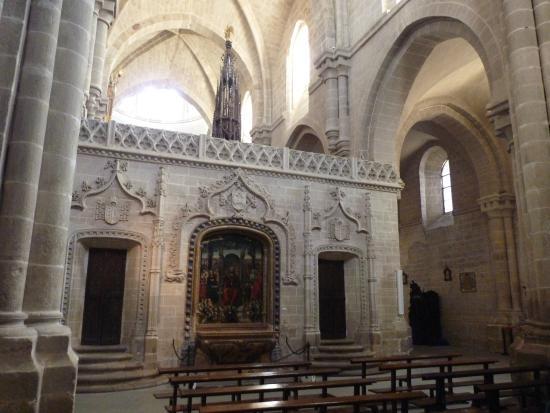 Interior fotograf a de catedral de zamora zamora for Catedral de zamora interior