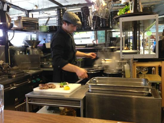 Bistro Poulette : The chef at work