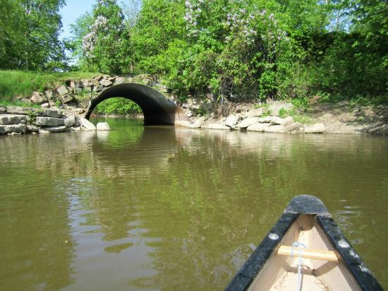 Parc de la Rivière-des-Mille-Îles : going under the little bridge