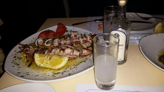Coralli: Ψητό καλαμάρι με ουζάκι