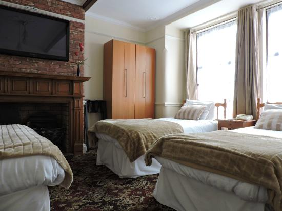 Pymgate Lodge Airport Hotel: Family Room