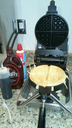 Days Inn Great Lakes - N. Chicago: Waffle Maker available during breakfast