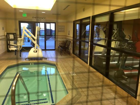 Courtyard Novato Marin/Sonoma: heated accessible spa