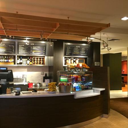 Courtyard Novato Marin/Sonoma: Starbucks coffee is served