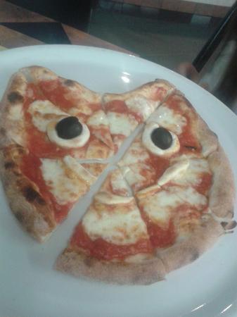 Pizzeria Michele: Pizza baby a forma di gattino !!!! Uno spettacolo