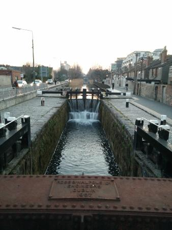 Portobello Hotel: The canal beside the Hotel