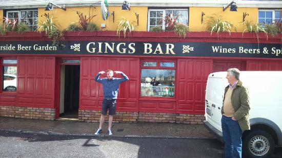 ‪‪Leitrim‬, أيرلندا: A ging outside gings bar‬