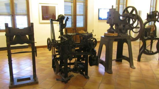 Musée International de la Chaussure (International Footwear Museum): Machine à coudre les chaussures