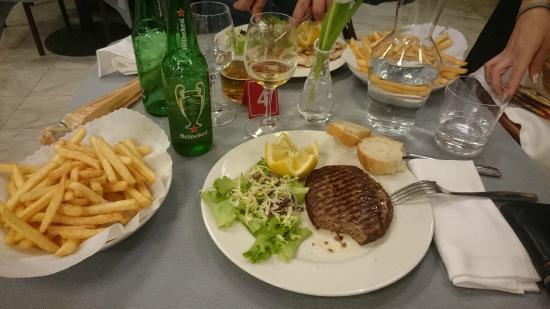 Hotel Ristorante Cervo: hamburger con patate