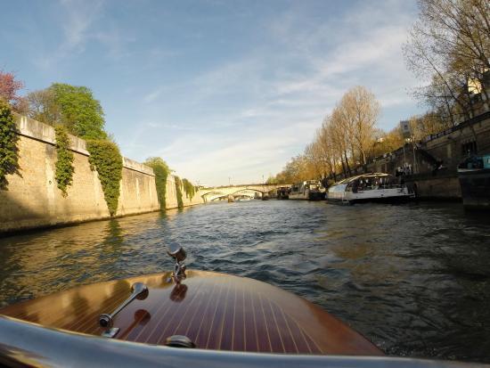 River Limousine : bateau en acajou