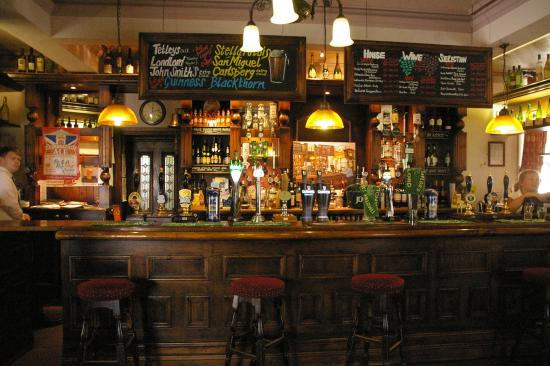Arthington, UK: The bar and picture