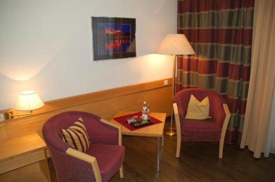 Hotel Residenz Passau: Sitzecke im Zimmer