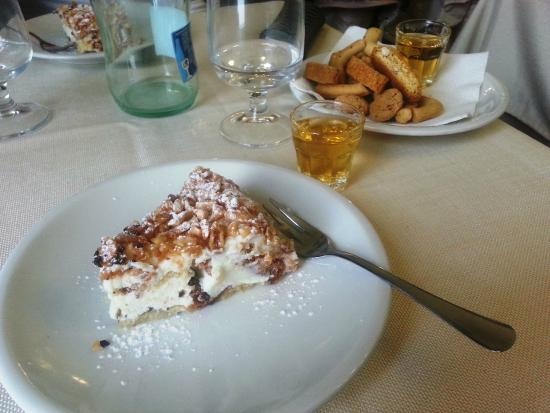Sicilia In Bocca da Salvo : Fedora dessert - it's lighter than it looks!