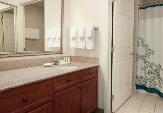 Residence Inn Des Moines West at Jordan Creek Town Center: Bathroom
