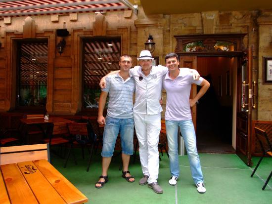 Celentano Pizza: С друзьями в Челентано.
