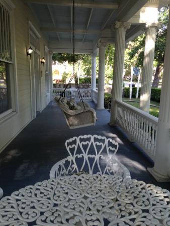 Star of Texas Inn: Shaded veranda