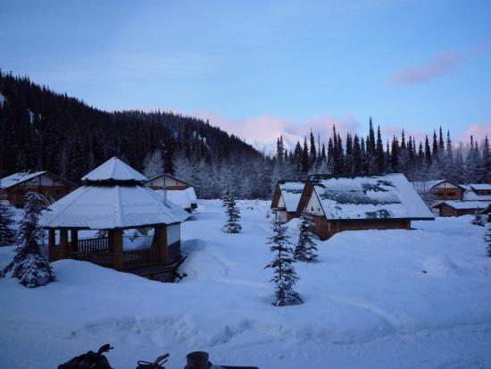 Last Frontier Heliskiing: Lodge