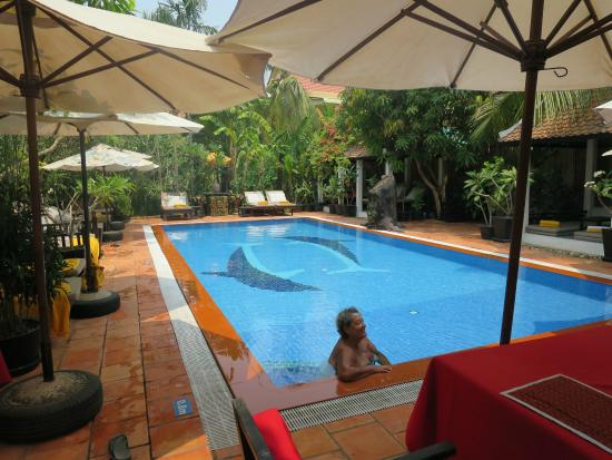 Sonalong Boutique Village & Resort : The lovely pool.....ps this is NOT me