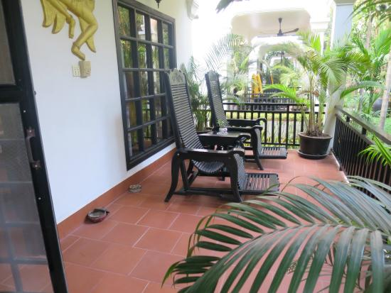 Sonalong Boutique Village & Resort : My porch with wonderful rocking chairs