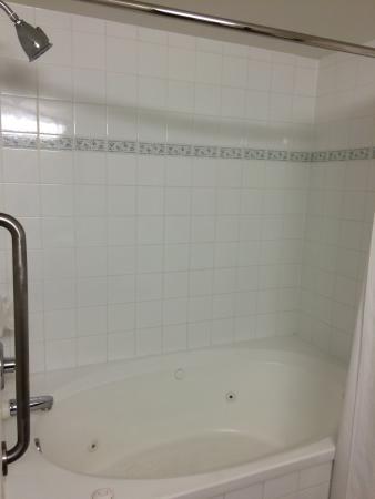 كومفورت إن آند سويتس: Good size bath/shower