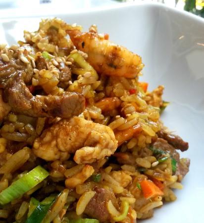 Bambu Thai & More : Arroz con curry, lomito y camarones