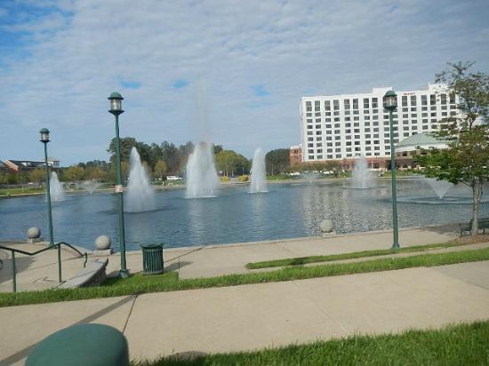 Tucanos Brazilian Grill: Fountain Way, Newport News, VA  APR 2015, City Center
