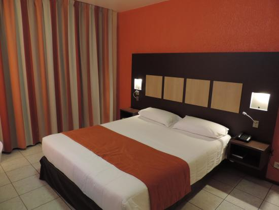Central Hotel Cayenne : chambre