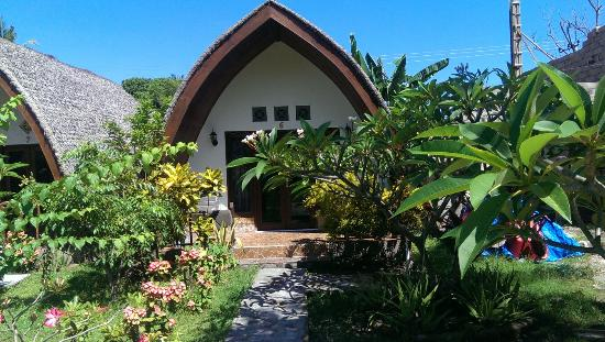 Meno Smile Cottages: Beautiful garden supernice people and quiet at night.