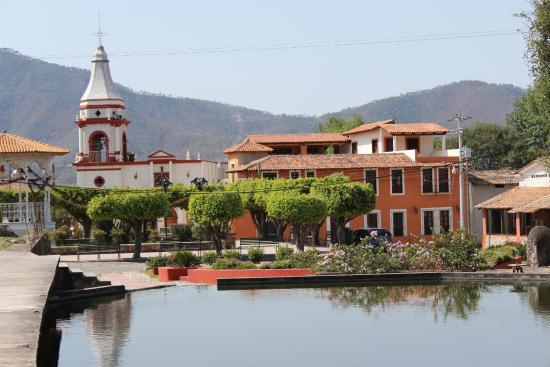 Talpa & Mascota Tour: Plaza central del pueblo