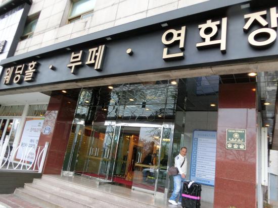 Prime Tourist Hotel: ホテル玄関