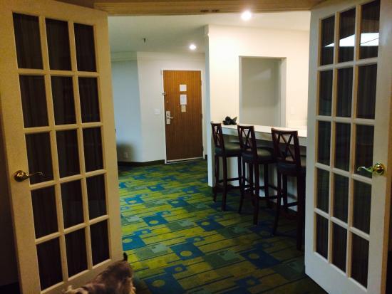 La Quinta Inn & Suites St. Pete-Clearwater Airport: Large king suite