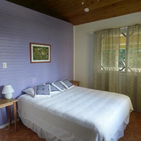 Sand Dollar Beach Bed & Breakfast: Casita bedroom