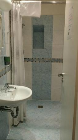 Karlin: bathroom