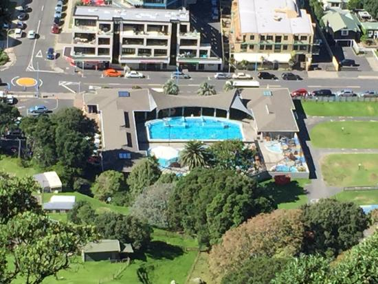 Mount Maunganui Hot Salt Water Pools : View of the pools from the mount
