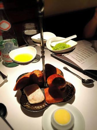 Mediterranean Steak House At The Riviera Taipei : 餐前麵包