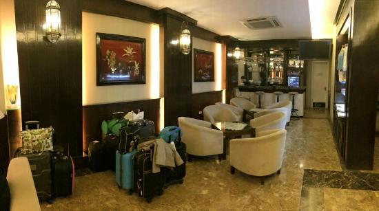 Hanoi L'Heritage Hotel: Small lobby