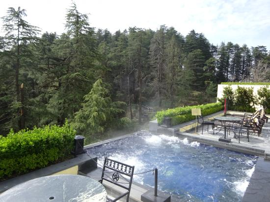 Wildflower Hall, Shimla in the Himalayas: Hill facing hot tub
