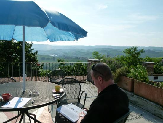 Agriturismo Erbaluna : Terrasse panoramique
