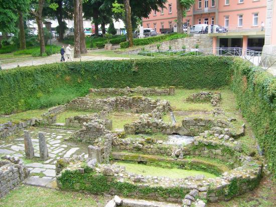 Palace Hotel & Spa : Ruinas romanas no jardim do Hotel