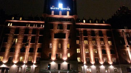 Elite Hotel Marina Tower at night