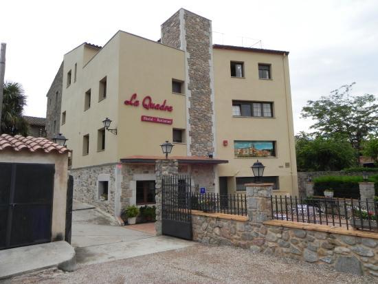 Hotel La Quadra : Entrada al hotel