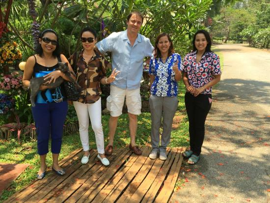 Golden Lake View Boutique Resort: The staff saying goodbye