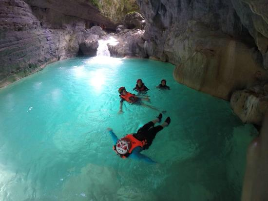 Moalboal, ฟิลิปปินส์: Canyoning in Badian highlights - Swimming and Floating through the natural fresh water pools